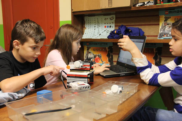 https://www.robotica.com.py/wp-content/uploads/2015/07/robotica-educativa1.jpg