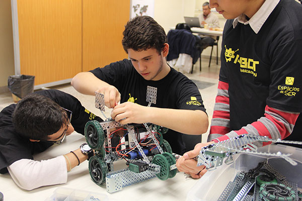 Construyendo Desafío 3 Vex Robotics PYBOT 2016
