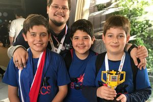 http://www.robotica.com.py/wp-content/uploads/2017/11/FIRST-LEGO-League-Uruguay-2017-1-300x200.jpeg